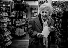 (Frank Busch) Tags: street bw woman shop shopping germany munich blackwhite streetphotography card workshop suspicious decisions 1euro thomasleuthard frankbusch wwwfrankbuschname photobyfrankbusch frankbuschphotography imagebyfrankbusch wwwfrankbuschphoto