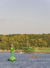 Boje (rahe.johannes) Tags: wasser kiel schiffe schleswigholstein boje falckenstein containerschiffe kajakfahrer