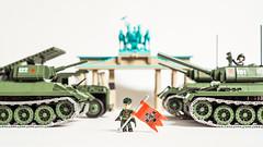 Soviet VE Day, Berlin (Adam Purves (S3ISOR)) Tags: red berlin brick army gate gav lego military wwii german soviet ww2 soldiers block brandenburg worldwar diorama cobi ussr t34 2452 2463 t3485 t3476 smallarmy gav67