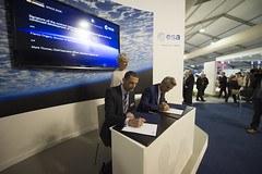 SABRE contract signing (europeanspaceagency) Tags: signature sabre signing farnboroughairshow fia16
