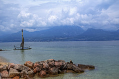 Torri del Benaco (Bluesky71) Tags: lake water lago garda acqua gardalake lagodigarda veneto torridelbenaco bellitalia