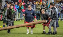 Caber Grab (FotoFling Scotland) Tags: scotland kilt event grab balloch highlandgames caber meninkilts lochlomondhighlandgames