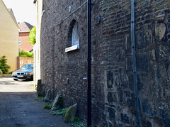 DSC_1471 (Vintage Highlands) Tags: ely bmw cambridgeshire alley backlane car