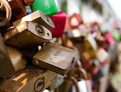 padlocks of love (-j0n4s-) Tags: flickr art color padlocks lock locks bokeh dof key keys f28 canon canon24mm red green brown j0n4s northsea germany 2016 24mm
