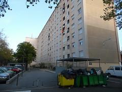 Champfleury (Avignon_Sud) Tags: avignon hlm salet poubelles pauvret insalubre insalubrit eboueurs champfleury monclar