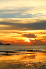 IMG_9204 -  Lung Kwu Tan (Mak_Ho) Tags:  lungkwutan  tuenmun  hongkong  sunset  sunsetclouds  cloud  magichour  sea  wave  tides  scenicphoto  scenicsites  landscape  photography  canon 700d hongkonglandscape