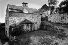 Chateauneuf cottage (Wilco1954) Tags: village burgundy cottages chateauneuf cotedor