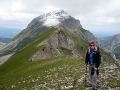Edita with Pizzo d'Intermesoli behind (markhorrell) Tags: italy walking abruzzo gransasso apennines pizzocefalone