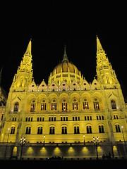Parlament jszaka 4 (brauny) Tags: budapest magyarorszg hungary capital night noflash duna dabube parlament parliament orszghz