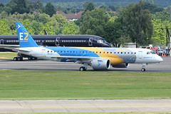 Embraer E190-E2 (totoro - David D.) Tags: embraer e190e2 embraere190e2 avion avions airplanes airplane spotting ciel sky aronef wing wings aile ailes plane planes moteur engine aircraft aviation aroport avgeek aviationgeek dcollage geek jumbo land landing piste roulage runway taxiway takeoff takingoff voyage vol atterrissage airport canon canoneos canoneos70d 70d 70dcanon 740 70deos eos70deos eos70d aroportdefarnborough farnboroughairport farnboroughairshow airshow eglf fab