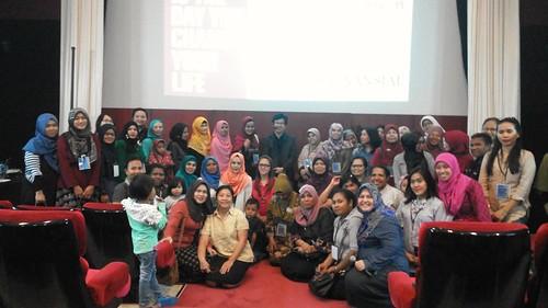 """Freeport Indonesia bersama para pasukan Ibu2 yang luar biasa semangatnya untuk belajar bagaimana cara mengelola keuangan keluarga. • <a style=""""font-size:0.8em;"""" href=""""http://www.flickr.com/photos/41601386@N04/27893974503/"""" target=""""_blank"""">View on Flickr</a>"""
