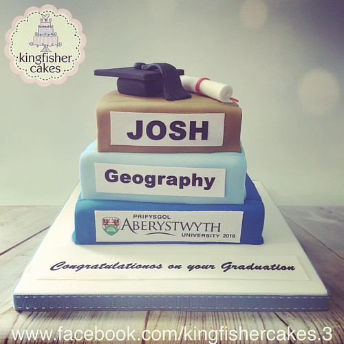 Yesterday S Graduation Cake Simple Design A Stack Of Books Topped