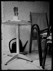 Tisch.Kanne.Stuhl. (shortscale) Tags: tisch kanne giesskanne