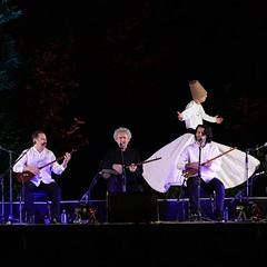 🎤 رقص سماع همراه با تنبور نوازی پدر و پسران، در کنسرت «کیخسرو پورناظری و گروه شمس» دومین شب از فستیوال شبای موسیقی بارانا جمعه ۲۲ امرداد / کاخ نیاوران 📷 @kavehkarami80 #سهراب_پورناظری #تهمورس_پورناظری #سماع #فستیوال #کنسرت #تنبورنوازی # (baranaart) Tags: barana baranaart بارانا هنربارانا 🎤 رقص سماع همراه با تنبور نوازی پدر و پسران، در کنسرت «کیخسرو پورناظری گروه شمس» دومین شب از فستیوال شبای موسیقی جمعه ۲۲ امرداد کاخ نیاوران 📷 kavehkarami80 سهرابپورناظری تهمورسپورناظری تنبورنوازی