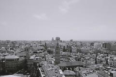 Vues sur les toits de Valence depuis le haut de la cathdrale. (gwennaelle.masle) Tags: valencia espaa espagne valence city ciudad sun soleil view catedral
