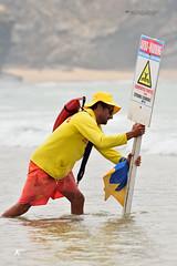 Os Herois da Praia (Jos M. F. Almeida) Tags: odeceixe portugal algarve costa vicentina isn nadador salvador perigo sinal