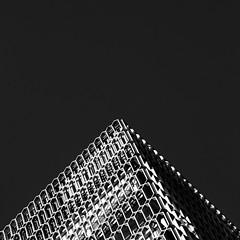 Uqbar (Herminio.) Tags: barcelona arquitectura edificio esquina triangulo moderno acero edifici cantonada triangle modern acer architecture building corner steel