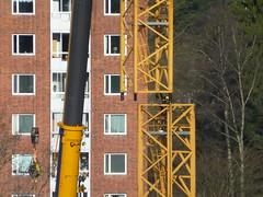 Tower crane assembly (skumroffe) Tags: construction sweden stockholm baustelle montage huddinge erection assembly bygge liebherr towercrane lyftkran turmdrehkran turmkran gruatorre byggkran binsell kranmontage tornkran torenkran towercraneassembly grueatour binsellistockholm
