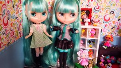 Veo doble (bubabaluba) Tags: original doll stock blythe dolly takara translucid miku rbl stockblythe