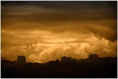 ARDE PARÍS (Sigurd66) Tags: paris france clouds frankreich îledefrance frança nubes párizs francia parijs parís parigi páras républiquefrançaise paryż lutetia frantzia paříž paries francja pariisi pariis pariz paríž parizo parísi parīze paryžius paräis frañs paryzh bārīs pariž