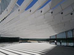 Lisbonne (cakko93) Tags: immeuble architecture moderne blanc bleu diagonale batiment lisbonne portugal extrieur