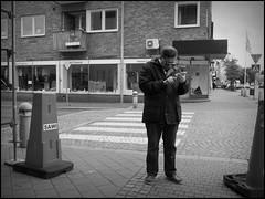 Trelleborg (S) - 2016/07/06 (Geert Haelterman) Tags: blackandwhite white black monochrome sweden candid streetphotography olympus zwart wit geert streetshot zweden trelleborg svenska photoderue straatfotografie photographiederue fotografadecalle strassenfotografie fotografiadistrada haelterman omdem10