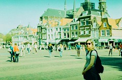 Tam - Place du March - Delft, Hollande (Ludovic Macioszczyk Photography) Tags: tam place du march delft hollande canon ae1 135 agfa precisa 100 iso cross processed mai 2016 vert traitement crois psychedelic colors couleurs vintage tag world monde earth ludovic macioszczyk paysbas asa film diapo extrieur outside street rue pellicule flickr girl tamara fille argentique analog lumire photo photographie photography polychrome grain 35mm camera