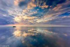 Vuelven las nubes - The clouds return (IrreBerenT) Tags: longexposure sunset beach nature clouds landscape reflect cloudscape gerra sanvicentedelabarquera parquenaturaldeoyambre playamern irreberentenataliaaguado