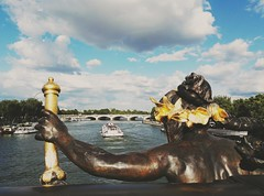 Paris - Pont de la Concorde (delphinebrg) Tags: paris france pont concorde dor ciel eau seine sculpture art bateau bridge sky blue bleu boat extrieur outdoor
