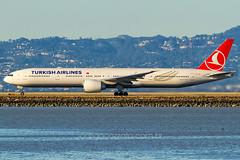 TC-LJE (rcspotting) Tags: wwwrodrigocozzatocombr avgeek rcspotting rodrigo cozzato eua usa san francisco california sfo ksfo tclje boeing 777300 turkish airlines