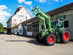 Neues Zugpferd (-BigM-) Tags: deutschland germany baden wrttemberg traktor tractor schlepper fendt landwirtschaft agrar raiffaisen blaubeuren schwbische alb