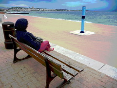 Madame Rve (hommage  Alain Baschung) (Jean-Luc Lopoldi) Tags: postrisation mer plage douche cylindre colonne banc femmeassise beach capuche hood sand dsert nobody stare rverie repos rest seaside