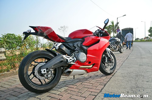 2015-Ducati-Panigale-899-06