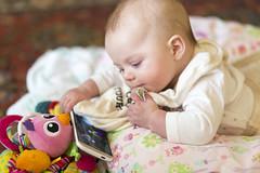 Technology is Wonderful ! (Jill Clardy) Tags: house caitlin time cellphone smartphone tummy app rattle grandmas 4b4a4882