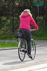 Cycling shower (os♥to) Tags: sony alpha77 a77 slt april2015 bicycle bike bici vélo rower bicicleta fietssykkel cykel velo fahrrad street streetphotography candid people
