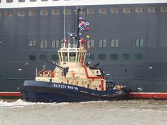 Svitzer Bidston pushes Queen Mary 2 (Gareth Garbutt) Tags: liverpool queenmary2 cunard rivermersey cunard175 sviterbidston