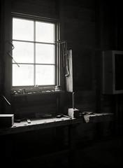 Schreinersonntag (Dörte Krell) Tags: bw film monochrome folder largeformat gf xenar schneiderkreuznach hessenpark scharzweiss sheetfilm planfilm patentetui kwdresden