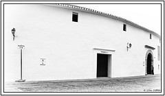 Puerta n 4 (GilDays) Tags: andalousie andalucia andalusia anda0915 espagne espana espaa spain ronda monochrome noiretblanc blackandwhite arne bullring graphisme abstrait porte door mur wall