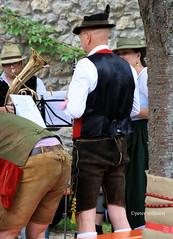 5-IMG_3139 (hemingwayfoto) Tags: abensberg arsch brgerfest bayern dirndl frau horn hut instrument kapelle kleidung knie lederhose mann musik musikinstrument noten pause ruhe stehend tracht tradition