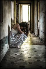 Abandono (Raelser (Ramiro)) Tags: casa vieja chica pena llorar abandono paredes lagrimas derramar luz final tunel