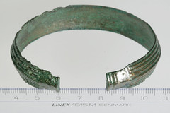 Ring, armring [OBM/FSB468a] (2) (Odense Bys Museer) Tags: ring armring kobberlegering findinge espe