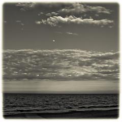 aTARDECER eN tABERNES (Hansis y Greta) Tags: sony dsc mar sea panormica landscape blancoynegro blackandwhite beach playa spain espaa europe europa