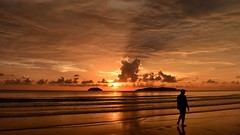 (photo-razzo) Tags: sunset beach nikon availablelight malaysia kotakinabalu pantai nationalgeographic tanjungaru d5500 flickraward discoveryphotos nikonafsdxnikkor1855mmf3556gvrii