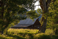 (leahlaurinda) Tags: mormonrow wyoming grandtetonnationalpark cabin historic sunset moultonbarn barn