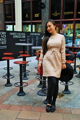 Femmes aux pices du monde - Women from all over the world (3) (dominiquita52) Tags: streetphotography photoderue oriental asiatique woman femme leeds tabourets stools harveynichols