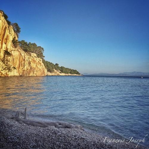 Coucou / Hello. •  Plage Nugal.✨ •  Nugal Beach.✨ • 🌍 Makarska, Croatia. 📅 May 8th, 2015 ⌚️18:31. • ✒️  Sur les bons conseils de @filipursic nous sommes allés à la Plage dans une calanque. De toute be