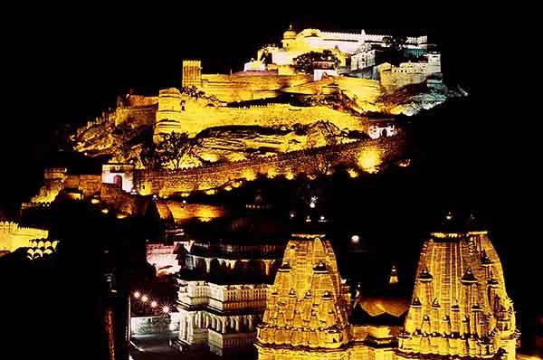 2Kumbhalgarh rực rỡ về đêm