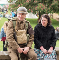 1940's EVENT, TUTBURY CASTLE, STAFFS_DSC_2643_LR_75 (Roger Perriss) Tags: wall couple sitting rifle helmet 1940s soldiers reenactment tutburycastle