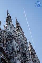 Verso l'infinito e oltre.. (Elisa Moretti) Tags: foto milano chiesa piazza duomo fotografia alto aereo scia elisamoretti