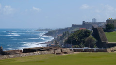 palm trees as far as the eye can see (FlorianMilz) Tags: ocean old blue house green castle water grass buildings waves view wind puertorico lawn sanjuan pr walls fortress far castillo